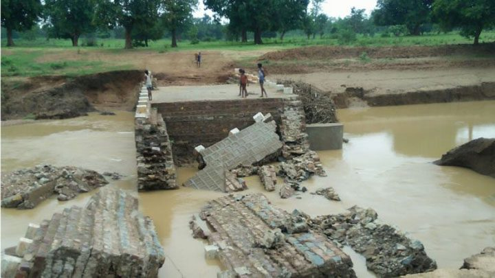 Stop Dam and Bridge Flowing from Torrential Rain